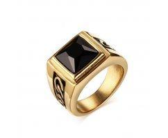 Перстень золотистый с ониксом R179