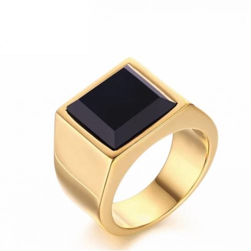 Перстень золотистый с ониксом R136