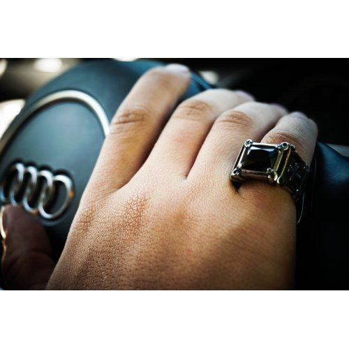 Перстень с черным камнем и крестами
