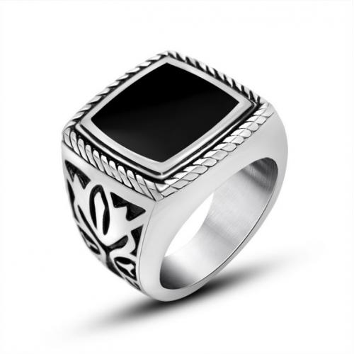 Мужской перстень с ониксом квадратный