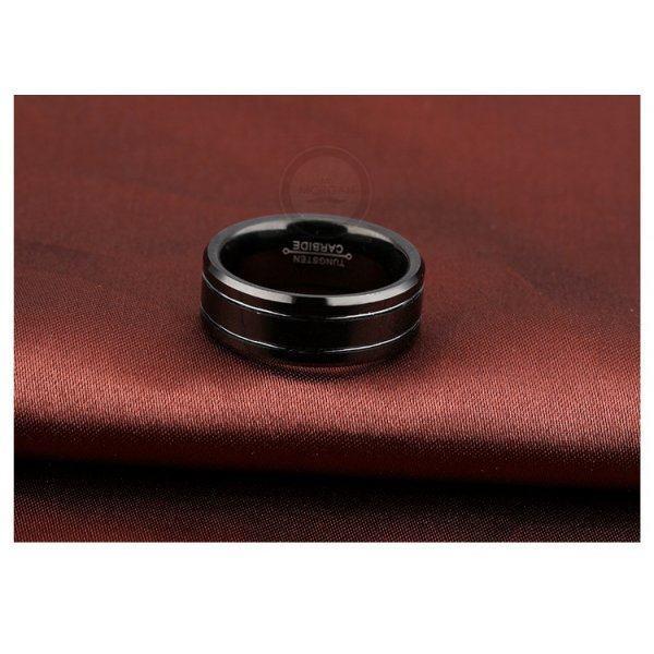 Кольцо вольфрамовое черное в минимализме