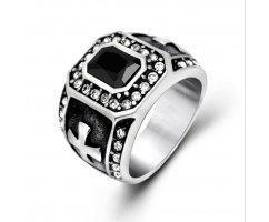Перстень с цирконами и ониксом R1728