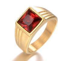 Перстень с красным камнем R196